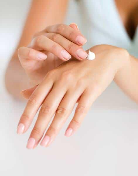 Crema para hidratar las manos con grietas y secas