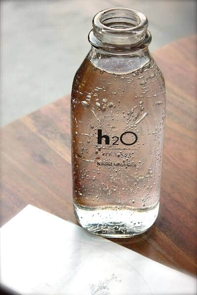 la importancia de beber agua para la piel SUAVE E HIDRATADA